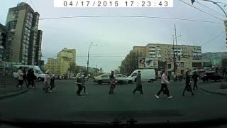 Цыгане воруют на пешеходном переходе