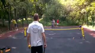 Бесплатные уроки тенниса в парке.