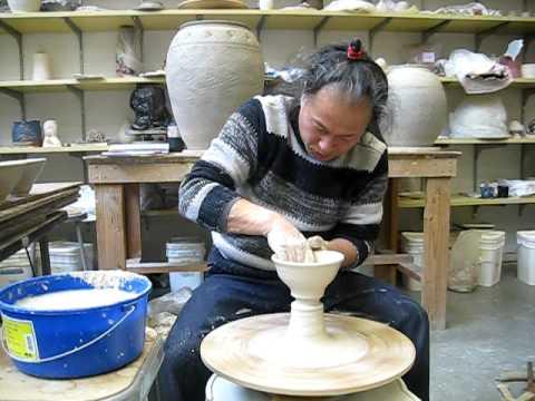 Kim Yong Moon Throwing Macsabal (common rice bowls)