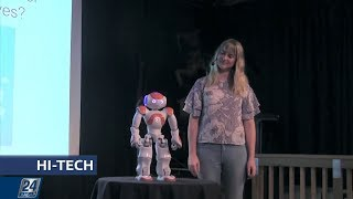 Смотреть Роботы-юмористы   Hi-Tech онлайн