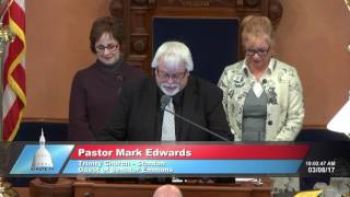 Sen. Emmons welcomes Pastor Edwards to deliver invocation at the Michigan Senate
