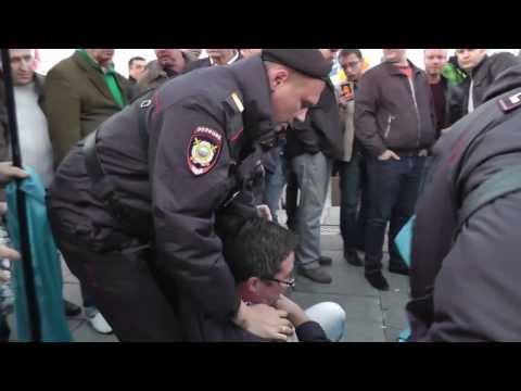 Задержание людей с флагами Навального на инаугурации Собянина