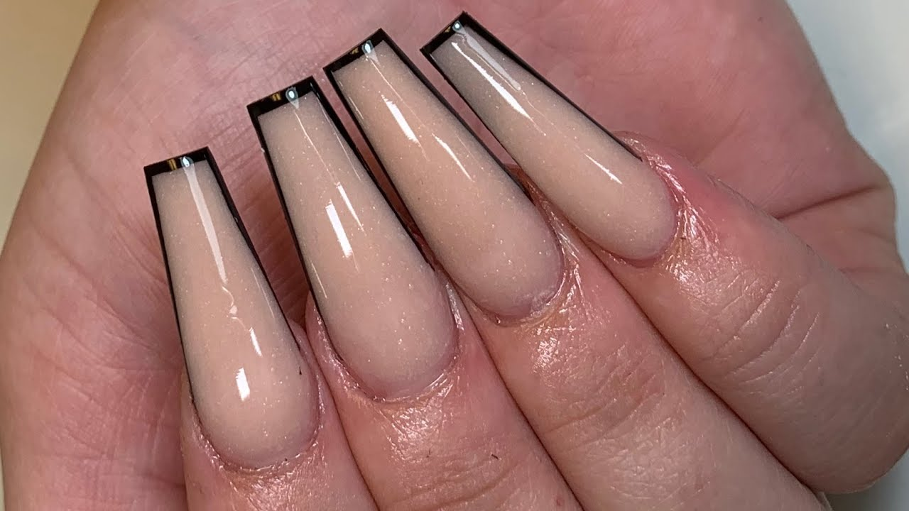 Outlined Edges Using Acrylic Only Acrylic Nails Youtube Wear gold rings as well. outlined edges using acrylic only acrylic nails