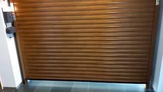 видео Секционные гаражные ворота под золотой дуб