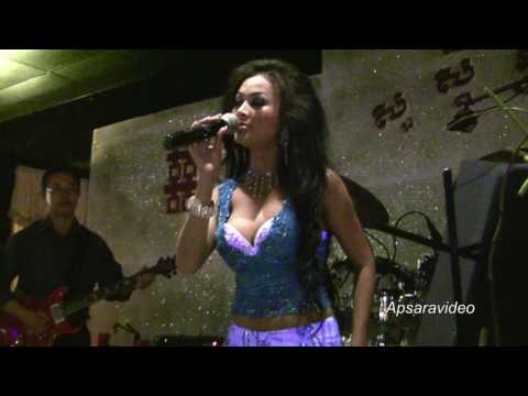 "Molyna Lim singing ""Oan Chea Rey Meas"" for  Cambodian New Year Party in Stockton, CA"
