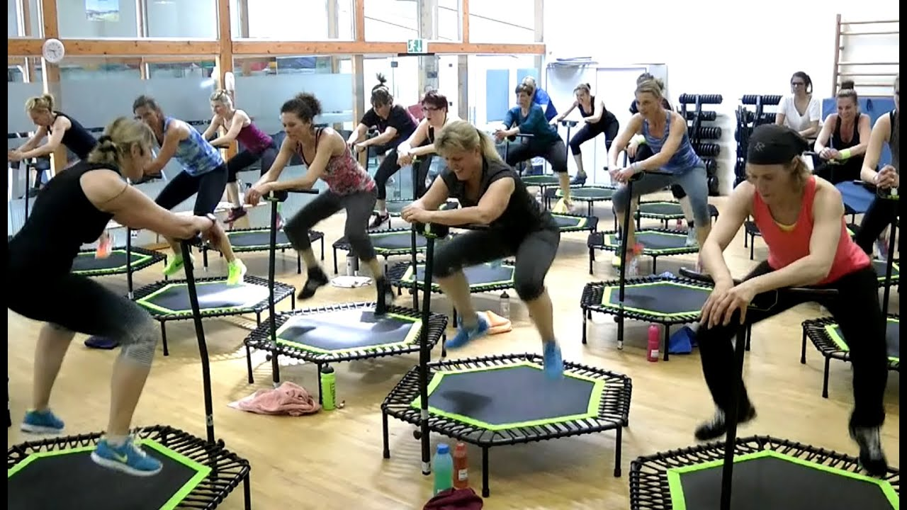 JUMPING FITNESS PARTY - YouTube