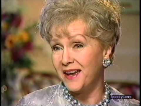 Carrie Fisher Gives Debbie Reynolds a COMEDY AWARD