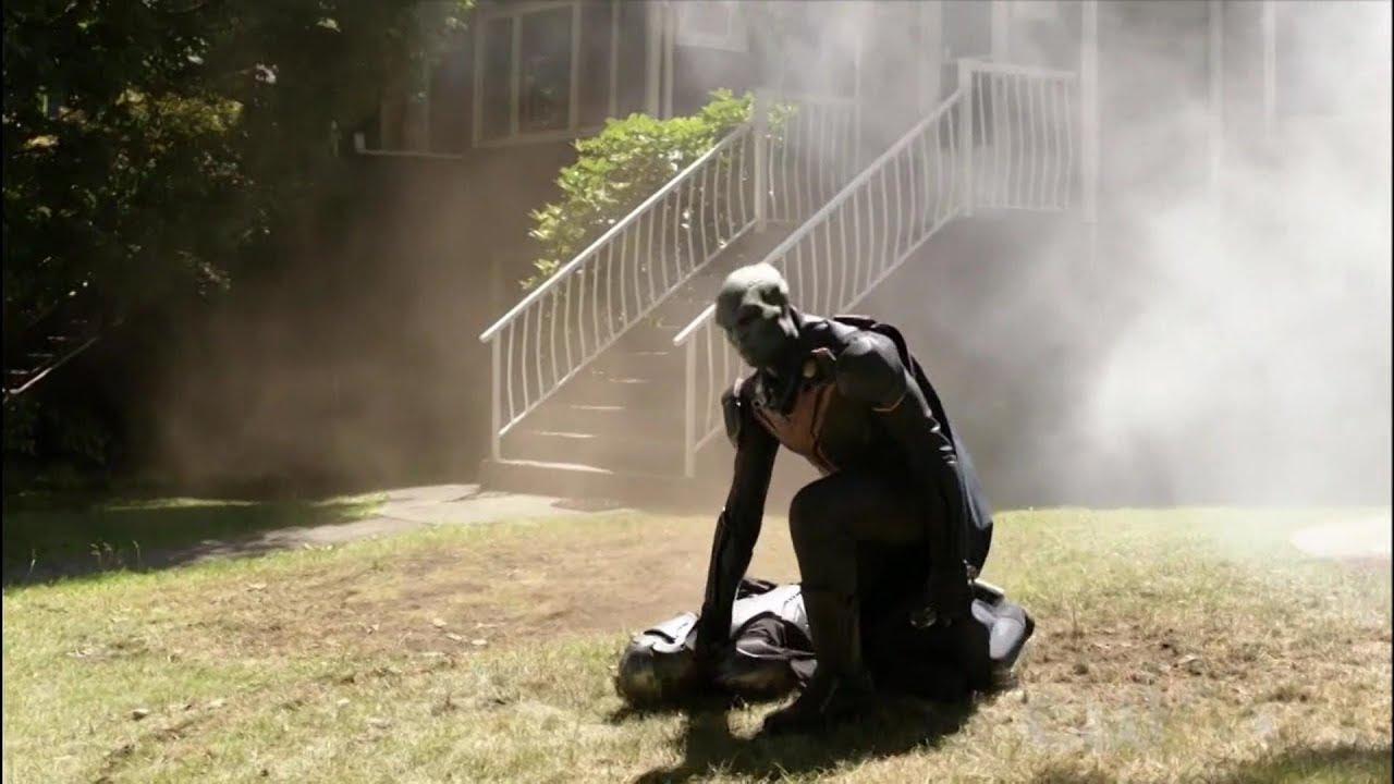 Supergirl 4x03 J'onn J'onnz destroys Ben Lockwood's house in a fight