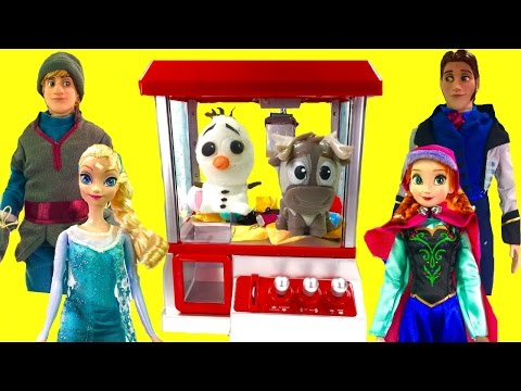 Disney Frozen Anna Elsa Play the Claw Machine for Toys!