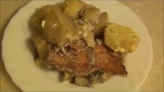 Курица с картошкой в сметанном соусе.