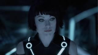 Кворра рассказывает как её спас Кевин Флинн ... отрывок из фильма (Трон: Наследие/TRON: Legacy)2010