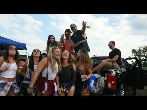 Syracuse fans 'Shake it' for Luke Bryan at Lakeview Amphitheater