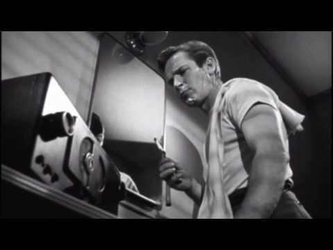 Žijí v noci  (1948) - holící scéna