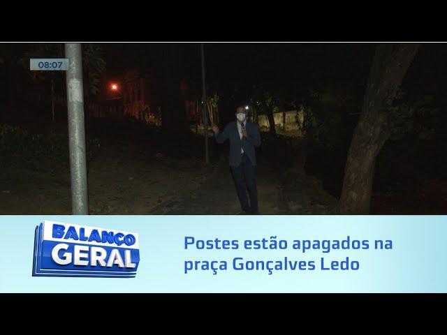 Escuridão: Postes estão apagados na praça Gonçalves Ledo, no Farol