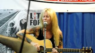 Lita Ford - Living Like a Runaway live acoustic Vintage Vinyl
