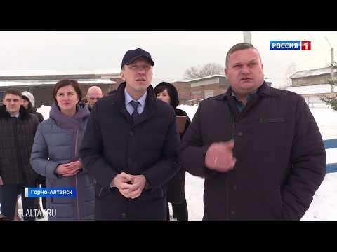Олег Хорохордин осмотрел конноспортивную школу в Горно-Алтайске