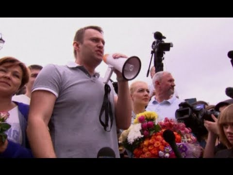 Released Putin critic Alexei Navalny thanks supporters after release from prison