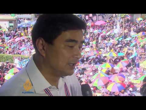 Thai protesters demand Yingluck resign