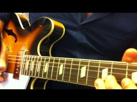 Epiphone Casino / MIC : Noodling at the guitar shop (blues-jazz-old rock)