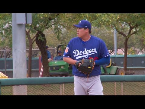 Scott Kazmir, Hyun-Jin Ryu Throw Live Batting Practice At Dodgers 2017 Spring Training