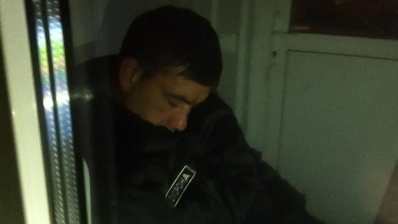 Фото спящего охранника на посту