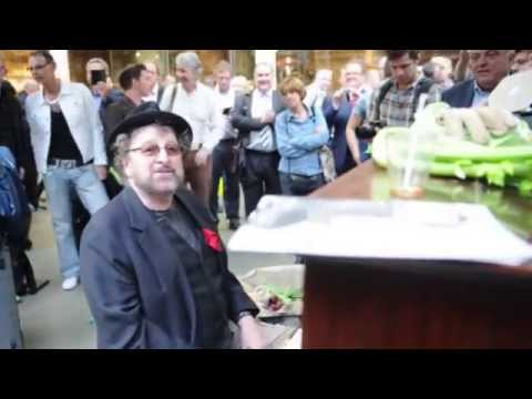 Chas Hodges plays piano in St Pancras Station