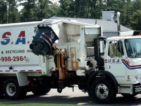 Xe lấy rác bên Mỹ