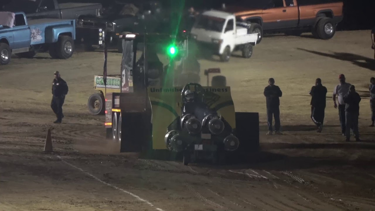 OSTPA Pull 2019: Modified Tractors pulling at Muskingum County Speedway