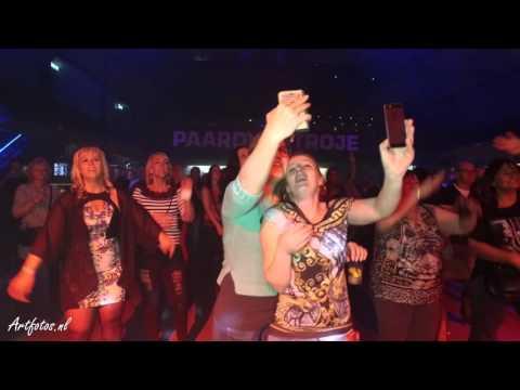 compilatie artiesten dansen en drinken event in het paard van troje