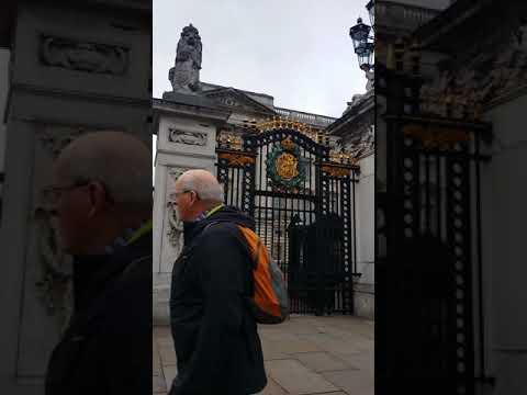Mama ju di Buckingham Palace