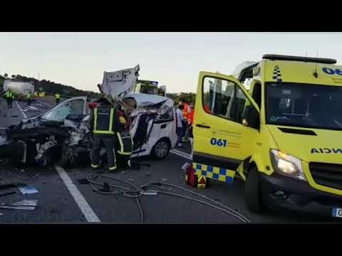Herido al colisionar su furgoneta contra un camión cisterna a la altura de Sarria