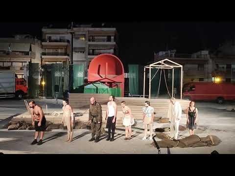 Τα Αγάλματα Περιμένουν του Αντρέα Φλουράκη - Χειροκρότημα - StellasView.gr