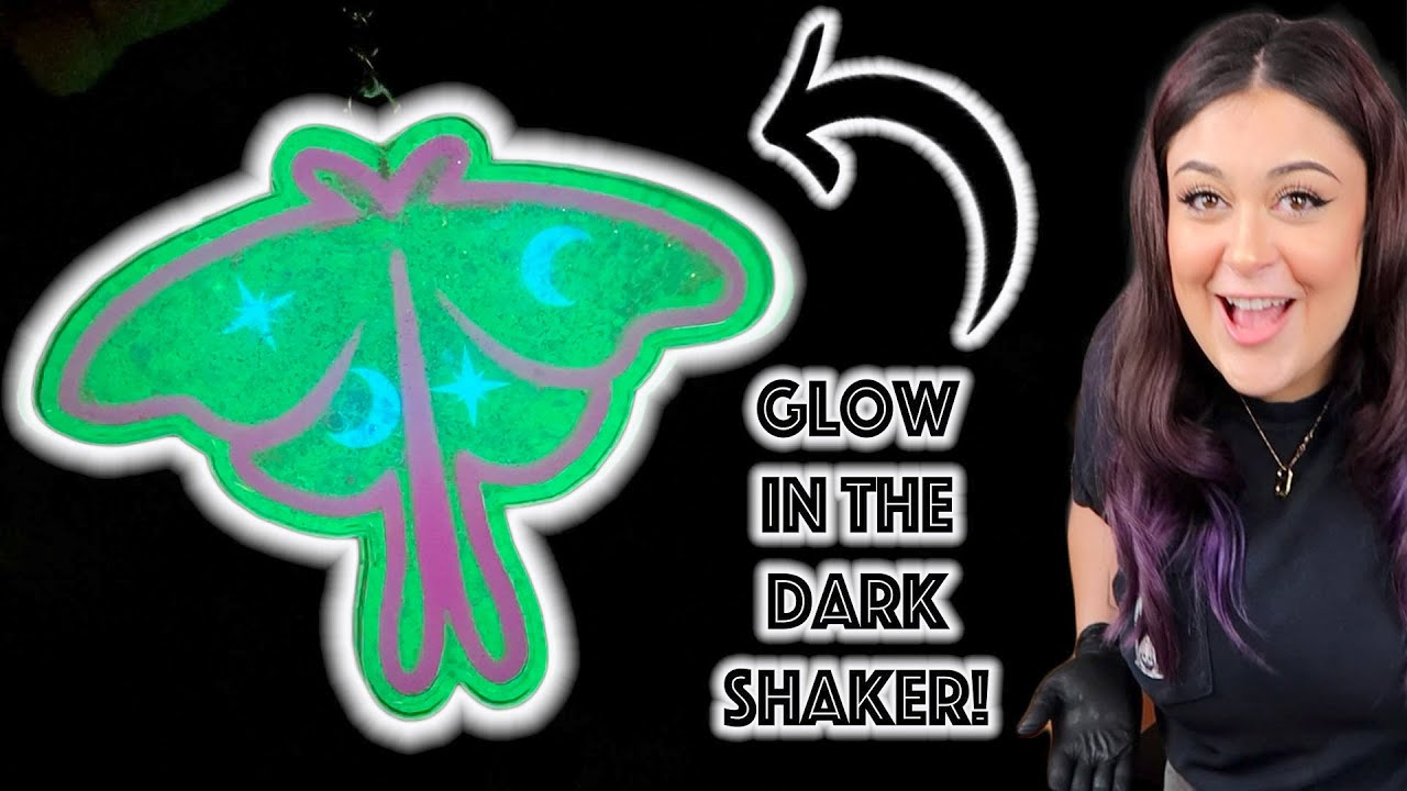 I *FINALLY* MADE A RESIN SHAKER!! GLOW IN THE DARK LUNA MOTH! I also failed a little.. lol
