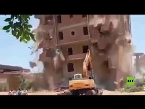 شاهد.. لحظة انهيار عقار كبير على حفارة ونهاية غير متوقعة للسائق  - نشر قبل 37 دقيقة