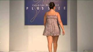 Repeat youtube video Desfile Signorelli by Sizély - Fashion Weekend Plus Size - 3ª Edição