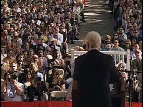 Bill Clinton speaks at Harvard's 2007 Class Day (3/3)