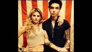 Andy Biersack & Juliet Simms Not Broken Yet