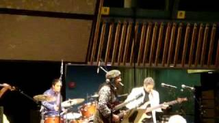 Pakistani National Anthem played at UN by Salman Ahmad of Junoon