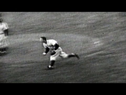 1952 WS Gm7: Martin makes running grab in infield