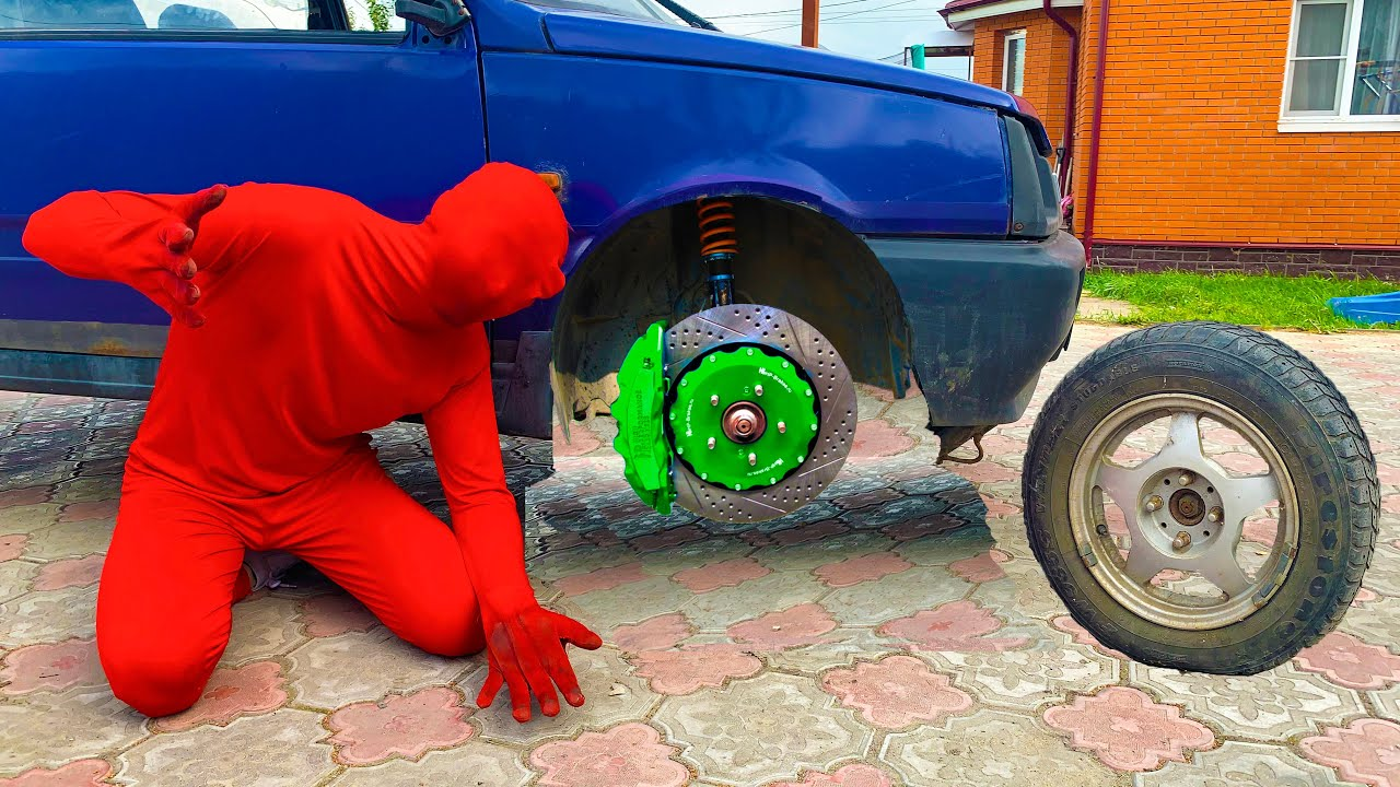 Russian Mini Cooper's Wheel fell off on move & Mechanic Red Man tore off Wheel Car 13+