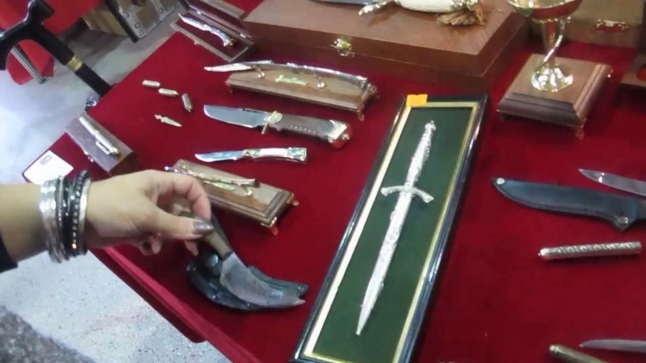 Картинки по запросу Покупка сувенирного оружия и ножей