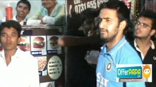 jab dhoni ne khaye indori pohe ;) .. india vs south africa 2nd odi indore 14 oct 2015