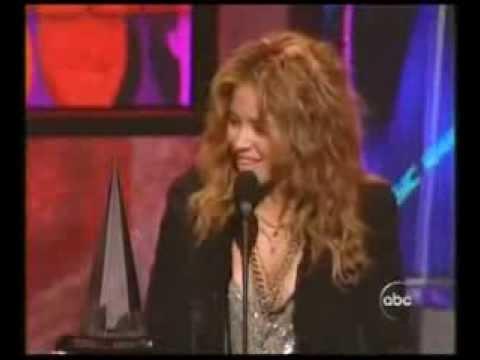Shakira gana Mejor Artista Latino American Music Awards 2005