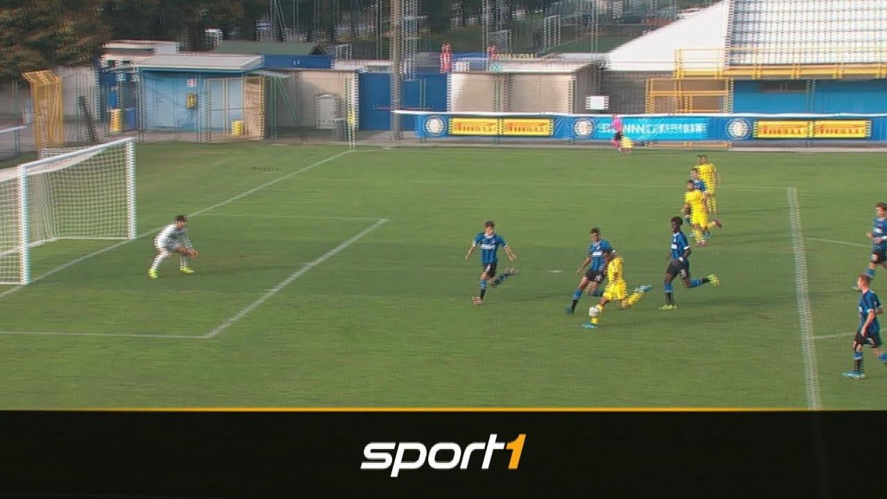 Kracher-Tor! Hier knackt Moukoko die Youth-League-Bestmarke | SPORT1