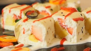 Сладкий ролл с манго, клубникой и ананасом. Рецепт от шеф-повара.
