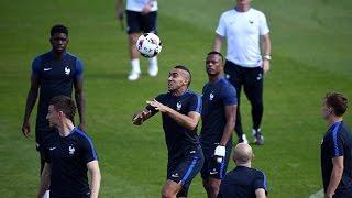 Dernier entrainement des Bleus à Clairefontaine avant France - Portugal thumbnail