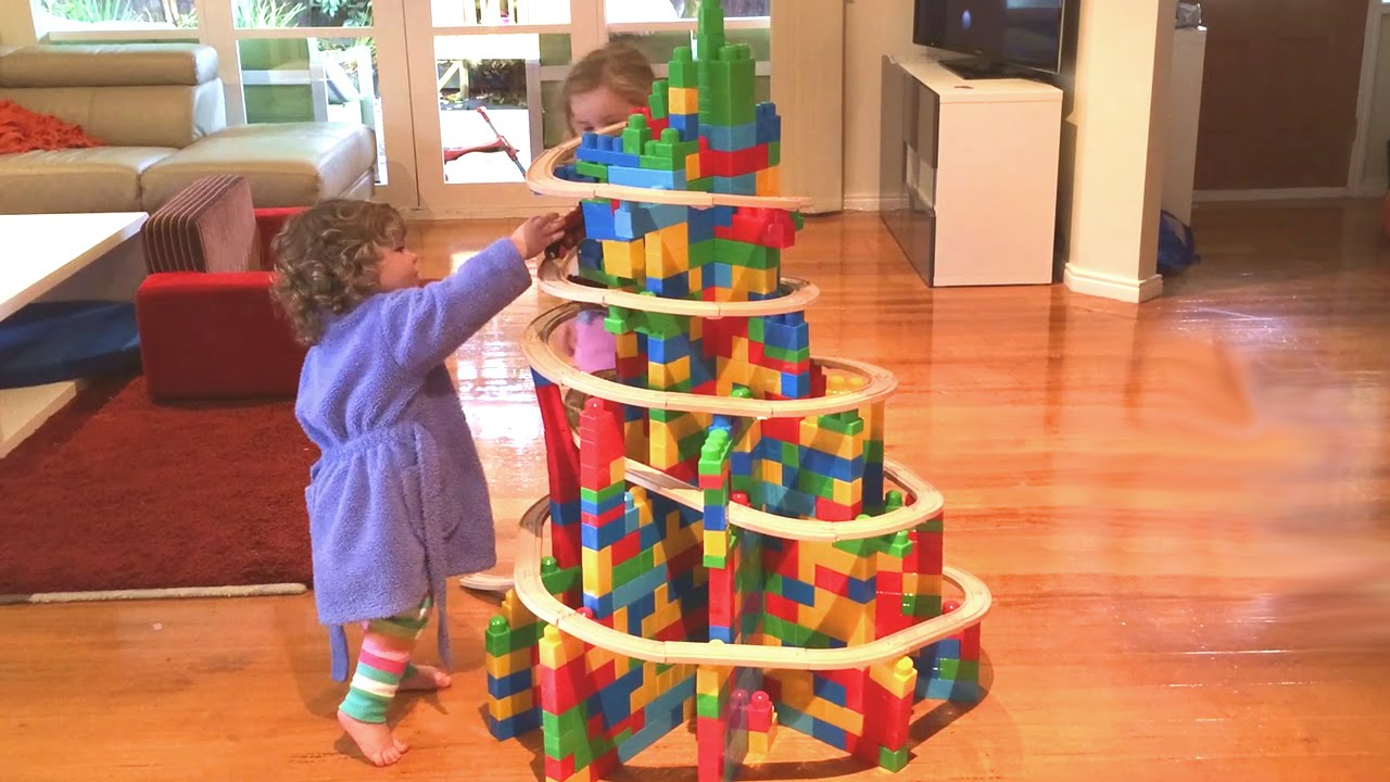 xmas tree in building blocks train video 41 youtube - Train For Christmas Tree