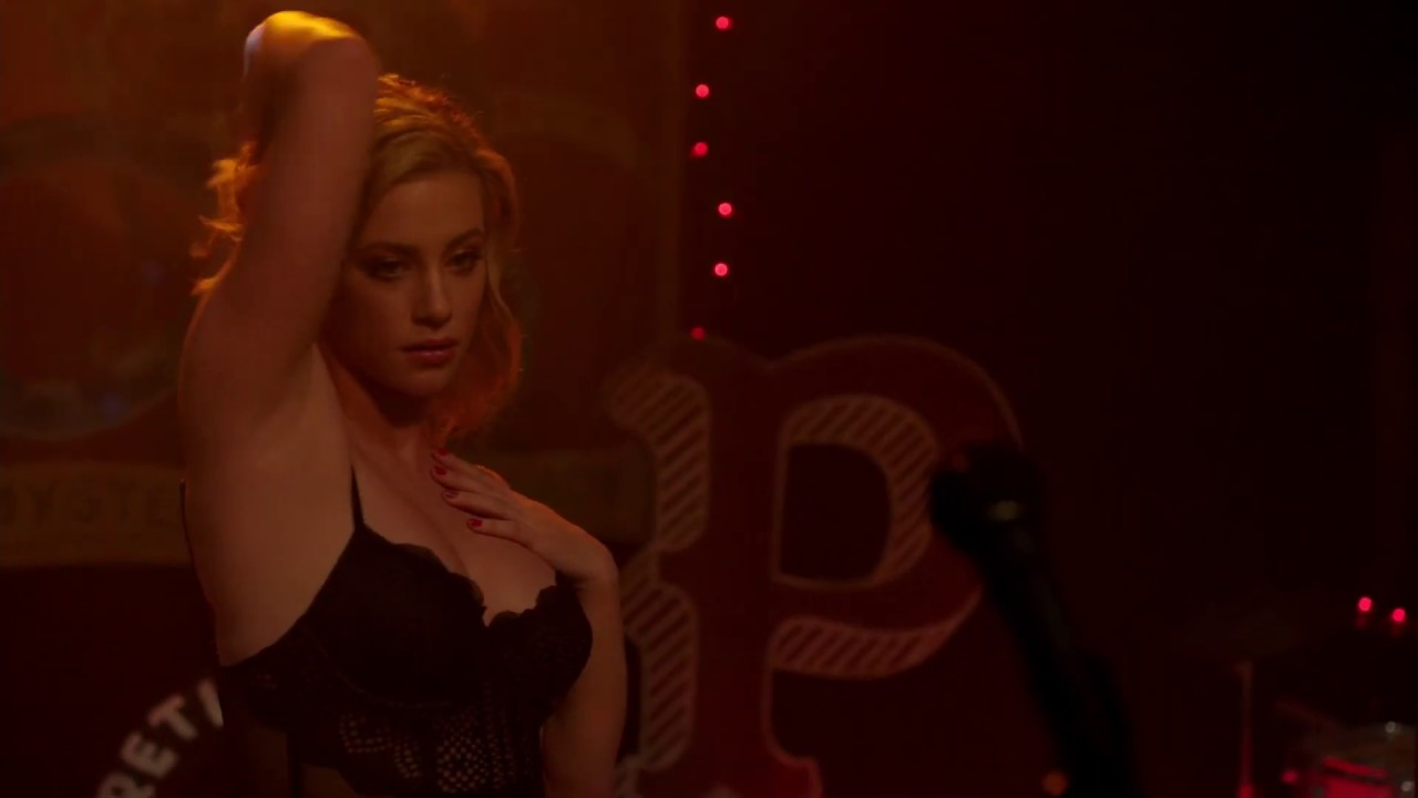 Lili reinhart sexy