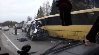 Под Тверью столкнулись два автобуса, погибло 13 человек