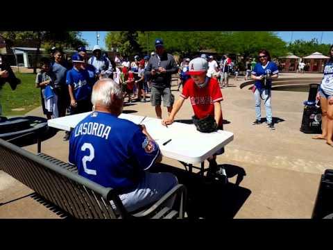 Tommy Lasorda vs 10 year old Angel fan